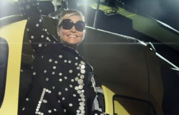 Simona Ventura veste Moschino nel promo di X-Factor su Sky