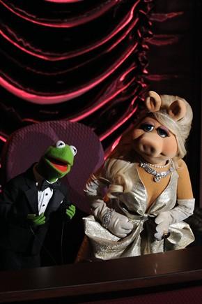 miss piggy in zac posen agli oscar 2012